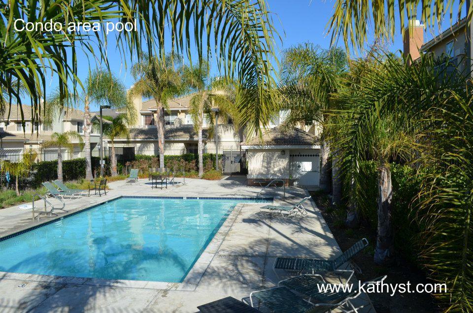 Ventura Sycamore Village condo pool area