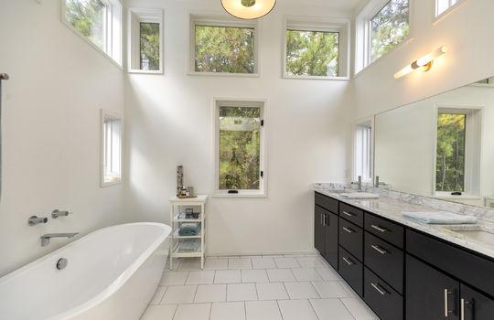 511-farm-lake-rd-trussville-al-home-for-sale-master-bath image