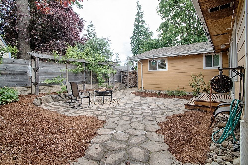 14710 SE 262nd St Kent WA back patio