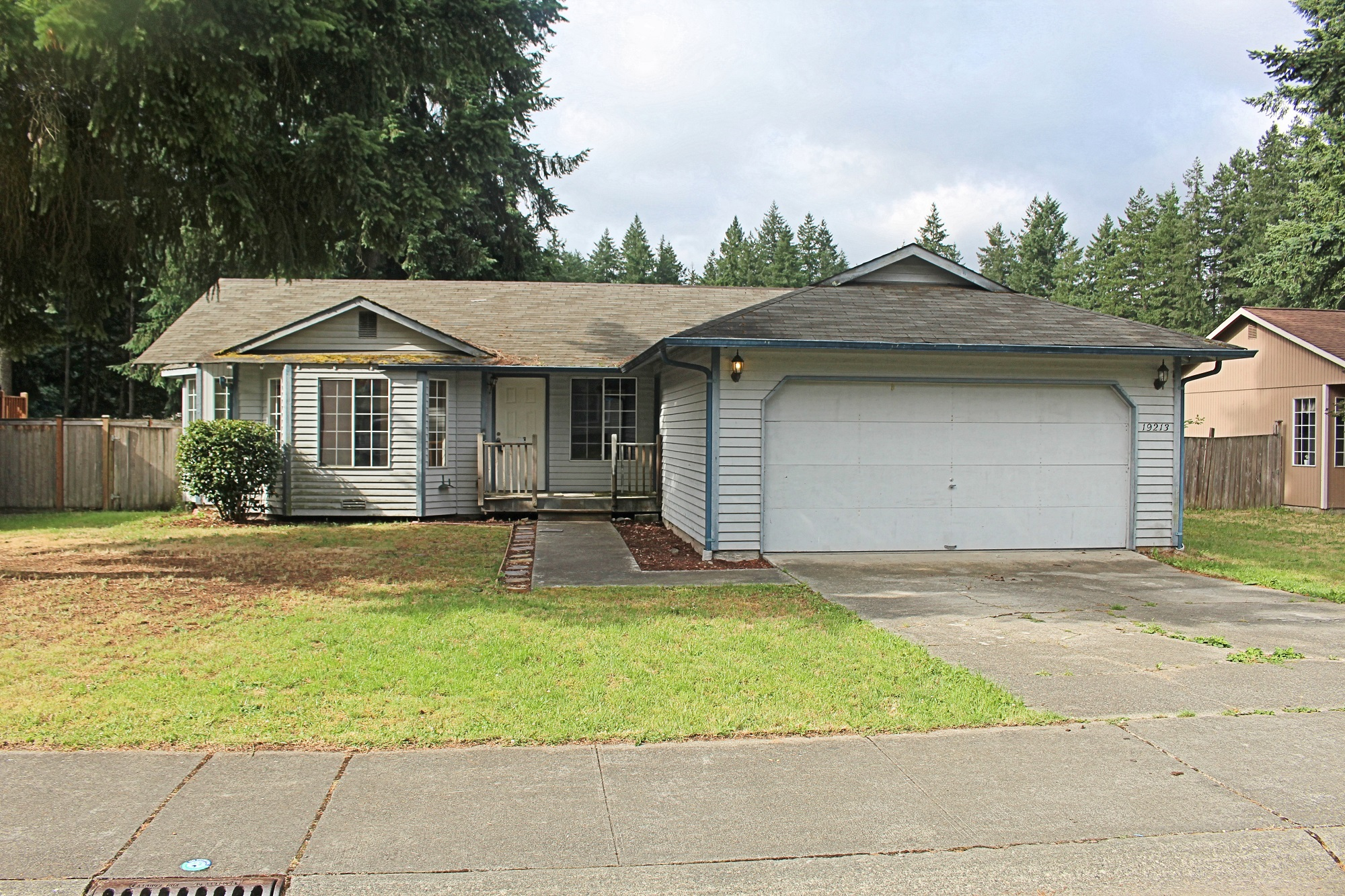 Front yard of Home for sale in Sumner WA