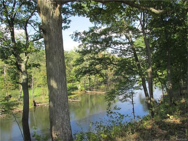 Huron Woods build sites for sale