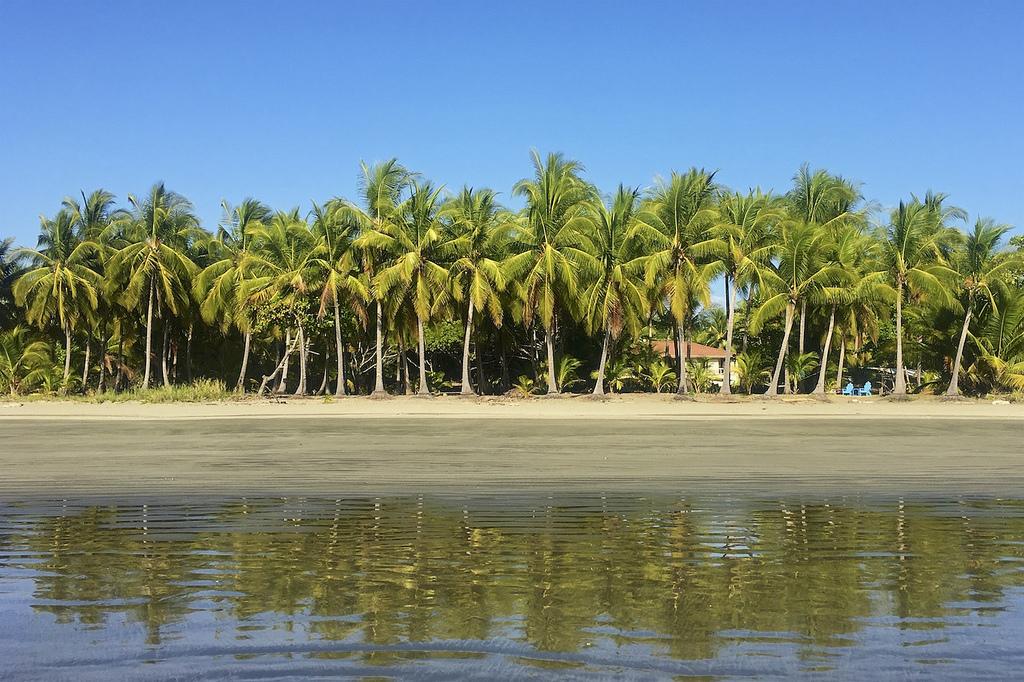 guanacaste-costa-rica-family