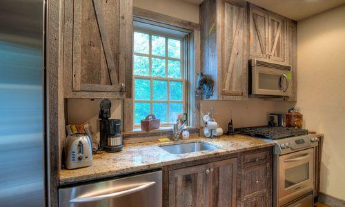 1420-highgate-rd-highlands-nc-guest-house-kitchen