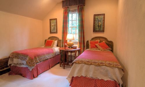 1420-highgate-rd-highlands-nc-guest-house-twin-bedroom