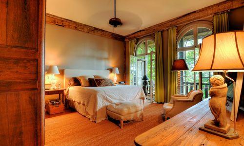 1420-highgate-rd-highlands-nc-master-bedroom