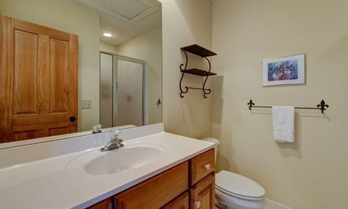 945-brushy-face-highlands-nc-upstairs-bathroom-1