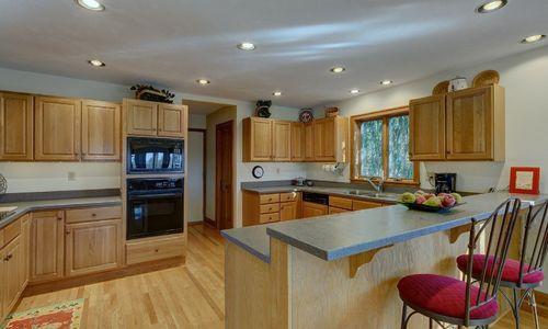 238-crescent-trail-highlands-nc-kitchen-v1