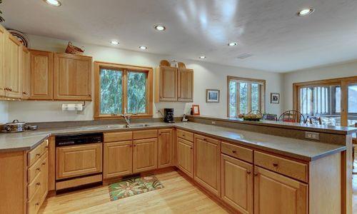 238-crescent-trail-highlands-nc-kitchen-v2