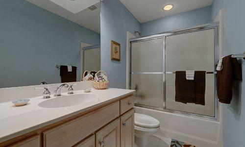 238-crescent-trail-highlands-nc-upstairs-bath