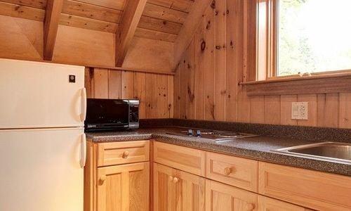 389-deer-run-highlands-nc-kitchen-in-guesthouse