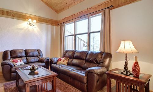 72-9B-chatterbox-way-sapphire-nc-livingroom