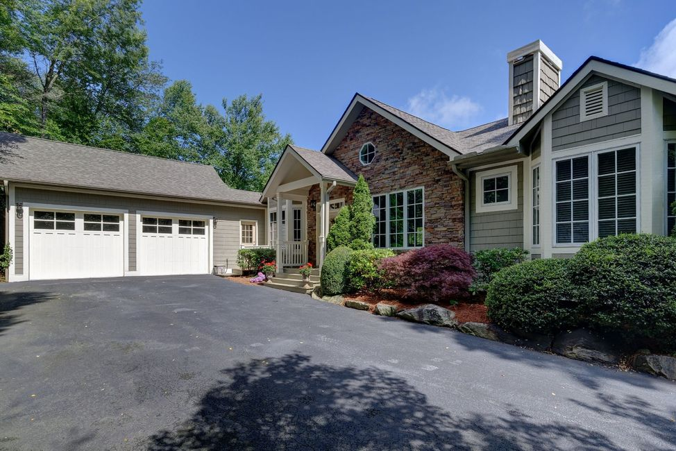 Highlands Falls Country Club Home For Sale