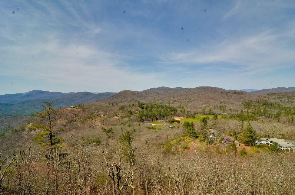 https://crop-v3.agentfirecdn.com/meadowsmountainrealty.com/wp-content/uploads/sites/415/2018/04/602-VZTop-Highlands-NC-33.jpg