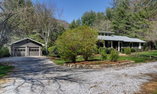 542-hickory-street-highlands-nc-33