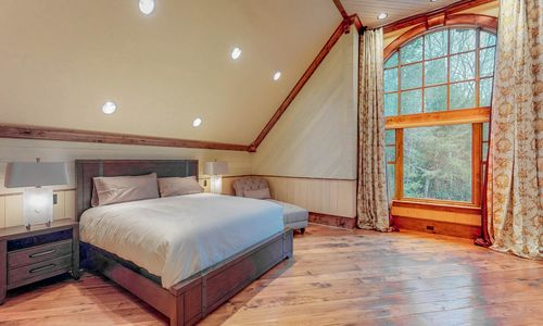 41-Chimney-Point-Lake-Toxaway-NC-Upper-Level-BRs-12