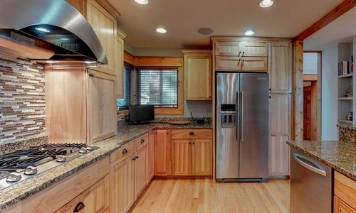 357-Rock-Mountain-Sapphire-NC-Main-Level-Kitchen-Dining_18