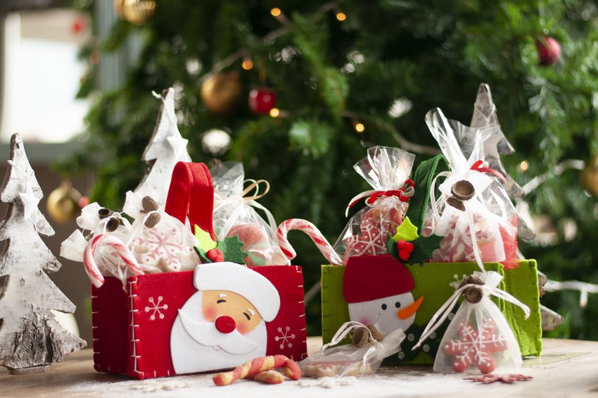 4 Ways to Spread the Christmas Spirit from Your Home