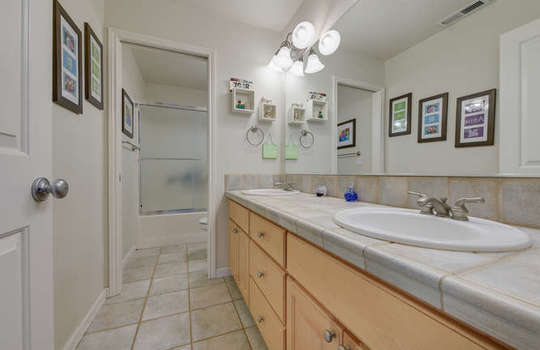 13521-nw-49th-ave-vancouver-wa-small-030-26-13521-nw-49th-ave-666×445-72dpi