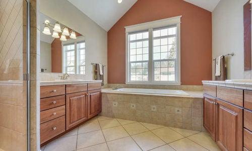 1606 42ND CT Master Bath