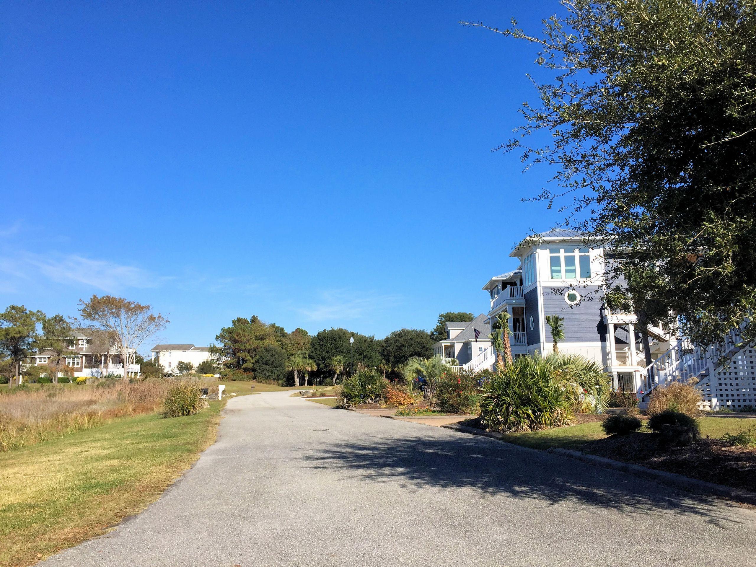 Harbour Village Marina - Streetscape - The Cameron Team