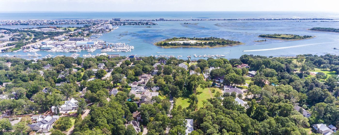 Luxury Homes Off Airlie Road Wilmington NC