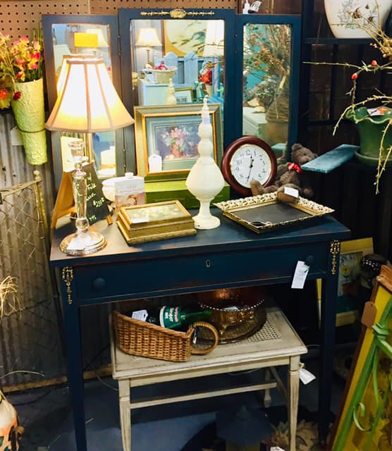 Flea Body's Antique Mall - Shabby Chic Dressing Table