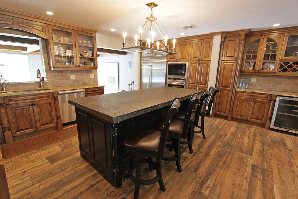 Kitchen Man - Dark Textured Kitchen Countertop