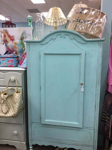 Primrose Cottage - Armoire