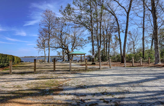 122 Chadwick Ct, Sneads Ferry, NC 28460