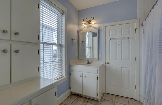 Second Guest Full Bathroom