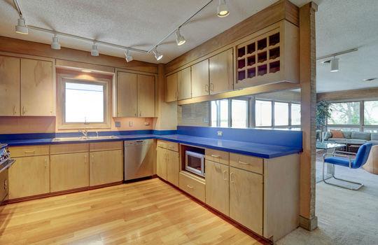 5550 Peden Point Rd Wilmington-large-007-017-Kitchen-1497×1000-72dpi