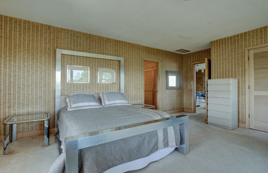 5550 Peden Point Rd Wilmington-large-018-023-Master Bedroom-1497×1000-72dpi