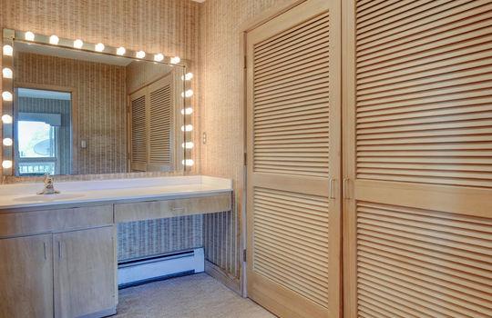5550 Peden Point Rd Wilmington-large-020-029-Master Bathroom Dressing ARea-1497×1000-72dpi