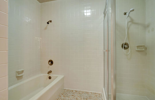 5550 Peden Point Rd Wilmington-large-021-010-Master Bathroom-1498×1000-72dpi
