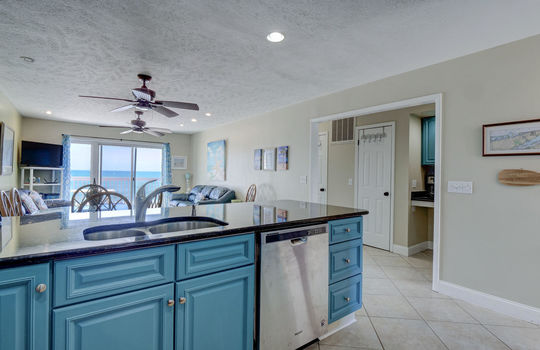 1100 Fort Fisher Blvd N 1403-large-008-008-Kitchen-1497×1000-72dpi