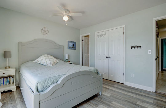 1100 Fort Fisher Blvd N 1403-large-016-014-Master Bedroom-1498×1000-72dpi