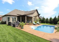Clarksville Homes With Pools