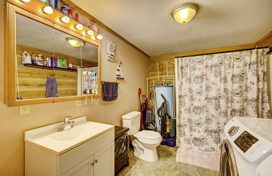 WEB_LQ_Cabin1_Bathroom
