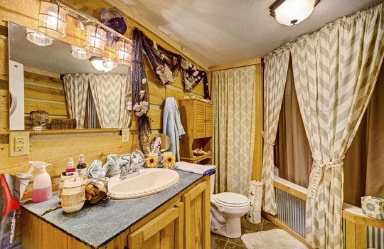 WEB_LQ_Cabin2_Bathroom
