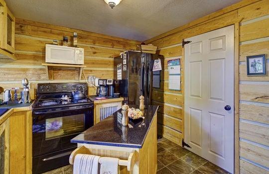 WEB_LQ_Cabin2_Kitchen1