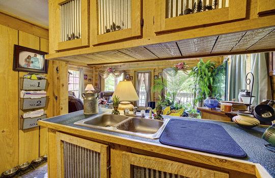 WEB_LQ_Cabin2_Kitchen3