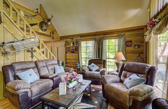 WEB_LQ_Cabin2_Livingroom1