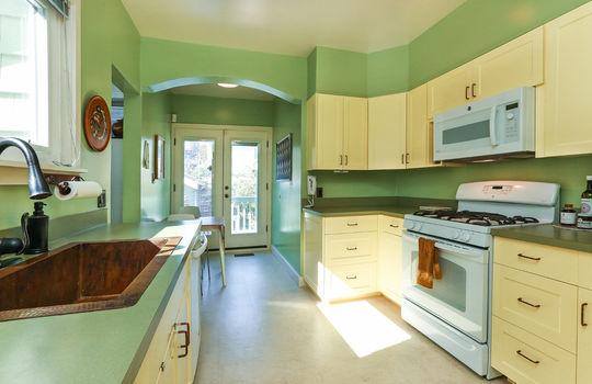 010_Sunny Kitchen