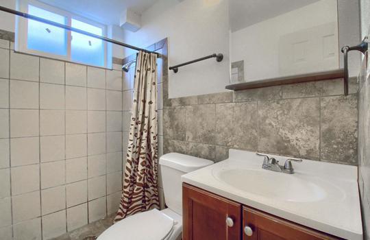 07_Bathroom_IMG_9143