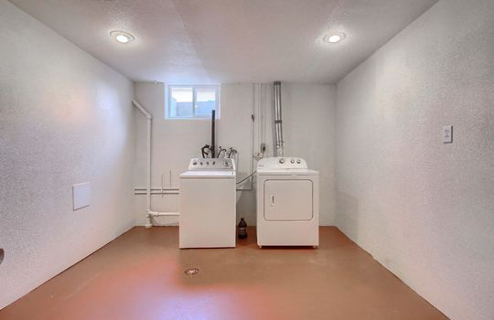 13_Laundry_Room_IMG_9068