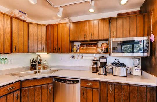 565-elk-valley-drive-evergreen-small-011-9-kitchen-666×443-72dpi