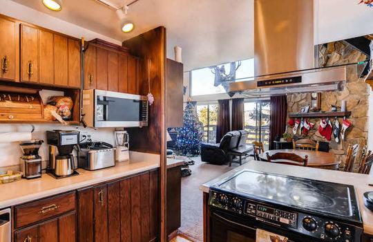 565-elk-valley-drive-evergreen-small-012-10-kitchen-666×443-72dpi