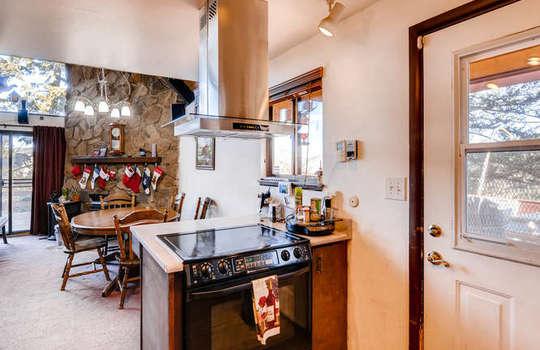 565-elk-valley-drive-evergreen-small-013-23-kitchen-666×443-72dpi