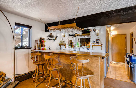 565-elk-valley-drive-evergreen-small-022-24-lower-level-wetbar-666×443-72dpi