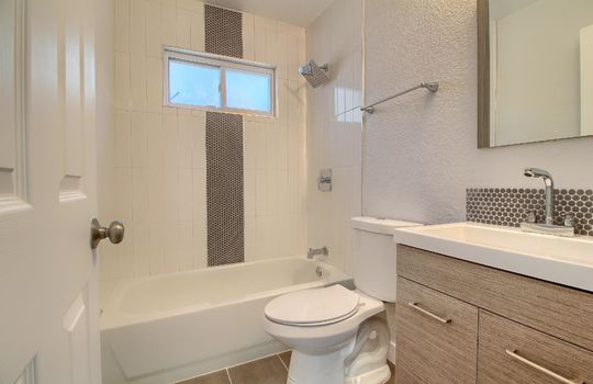 07_Bathroom_IMG_1001